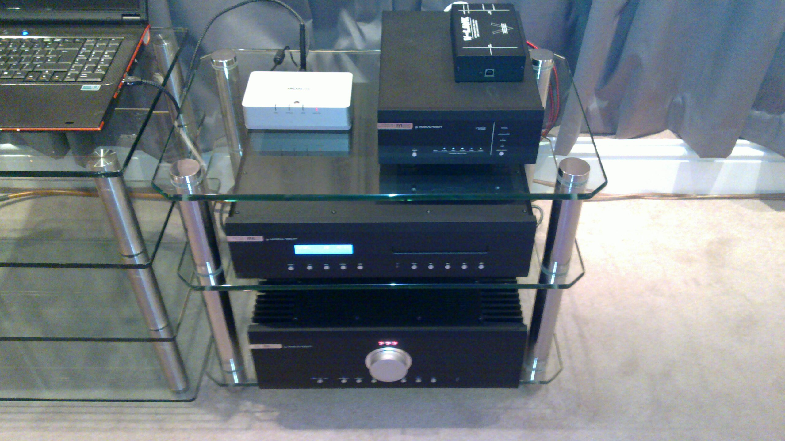 Arcam Rdac Kw Versus Musical Fidelity M1 Dac V Hugo Women Super Close Up Of Rdackw And With Link